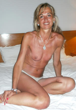 Naked picture of a skinny woman