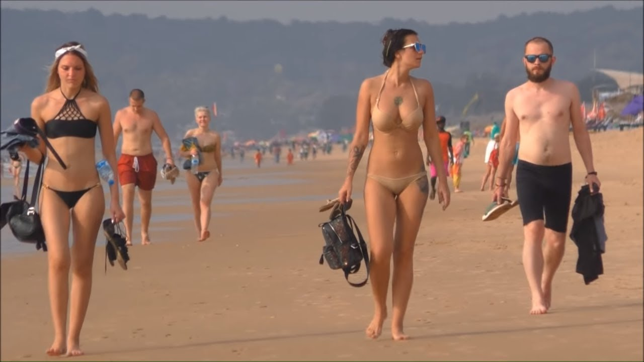 Mature women naked at the beach